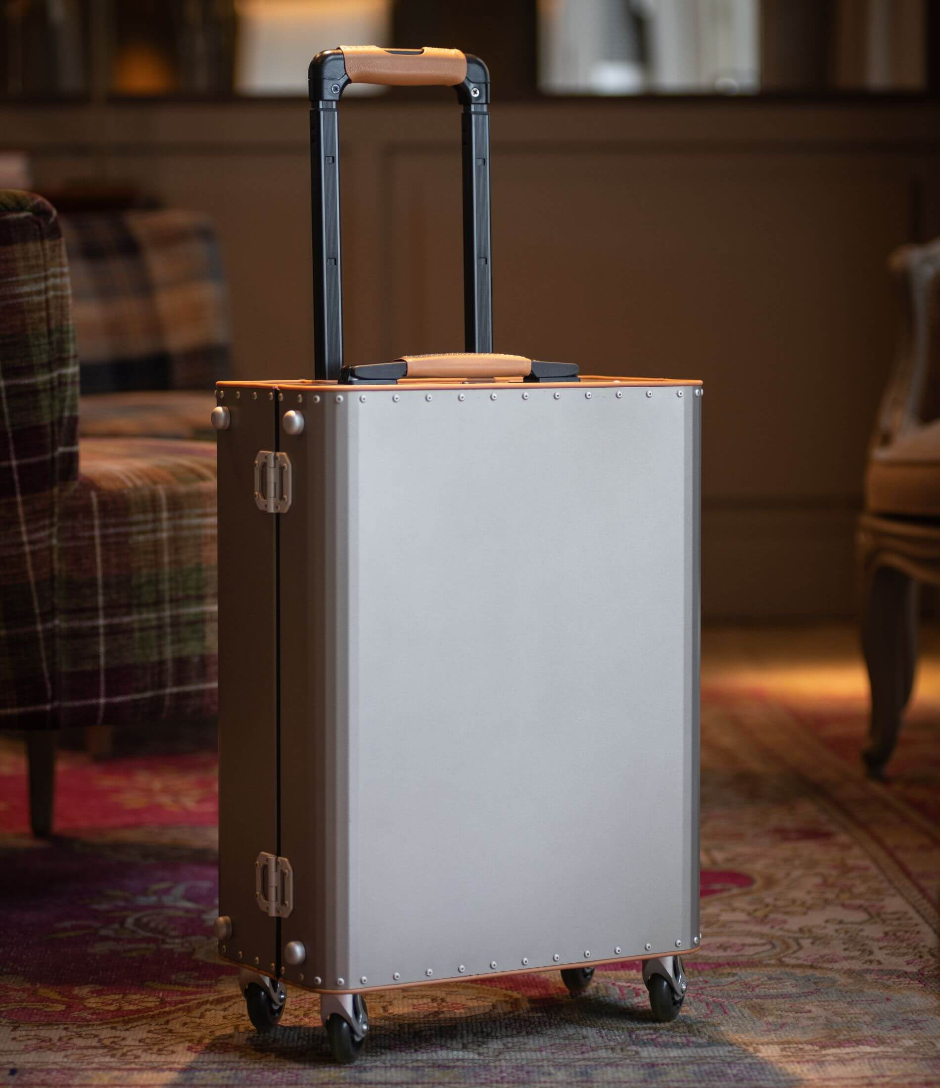 imagen destacada del detalle de una maleta de Tecknomonster, que vendemos en Pilma Travel como distribuidor de maletas de Tecknomonster en España